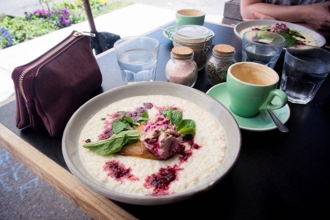Quinoagröt på Bayleaf Café, Byron Bay